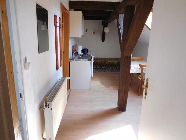 ...aber von der Treppe nach rechts kommt die Küche...