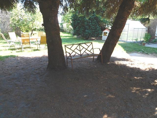 ...vorbei an weiter gestaltbaren Gartenflächen...