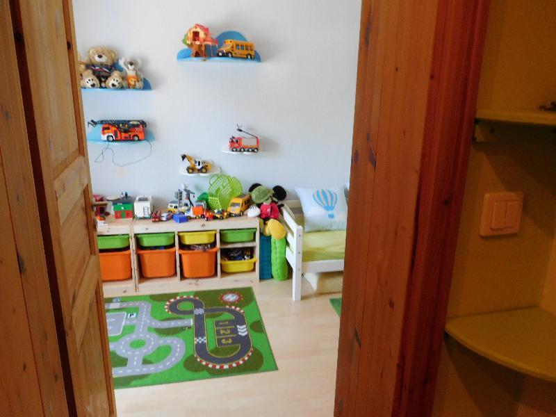 ...ins Kinderzimmer...