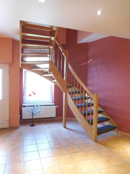 ...über die Leichtigkeit ausstrahlende Treppe...