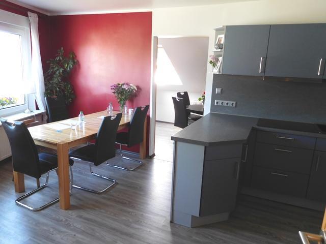 ...wieder in einer modernen Wohnküche...