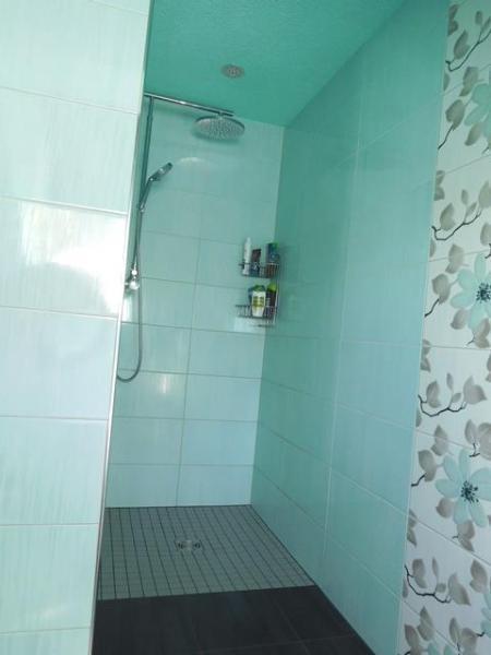 ...mit bodengleichem Duschzugang...