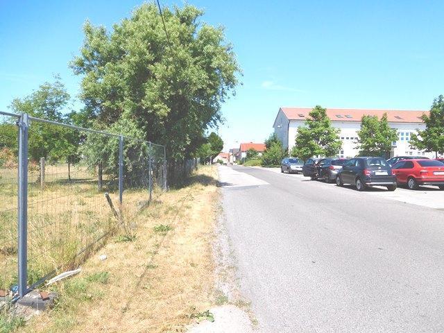 Standpunkt vor dem Grundstück mit Rechtsblick