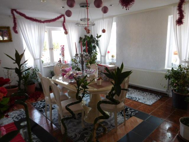...ist sehr hell und kann tolle Wohnküche werden...