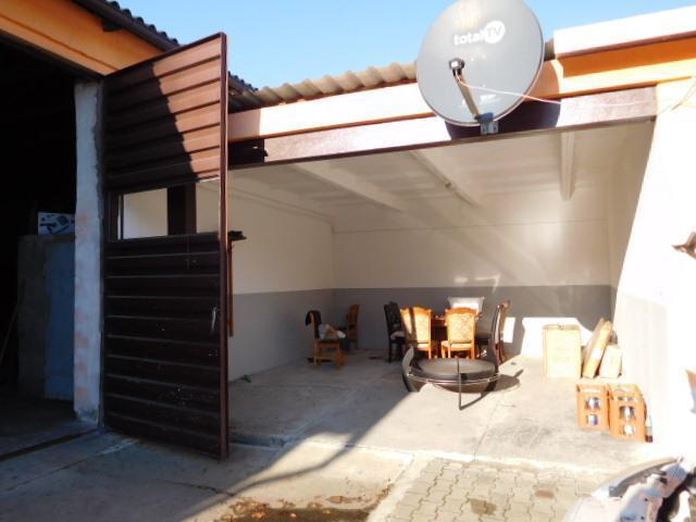 ...Verbindung Mehrzweckgebäude zu Garagen...