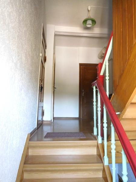 ...über eine bequem begehbare Treppe...