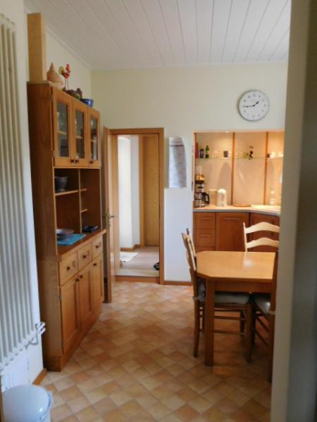 ...vom WZ und Diele erreichbar, die Küche...