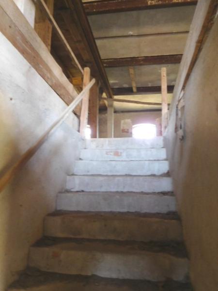 ...eine Treppe in die erste Ebene...