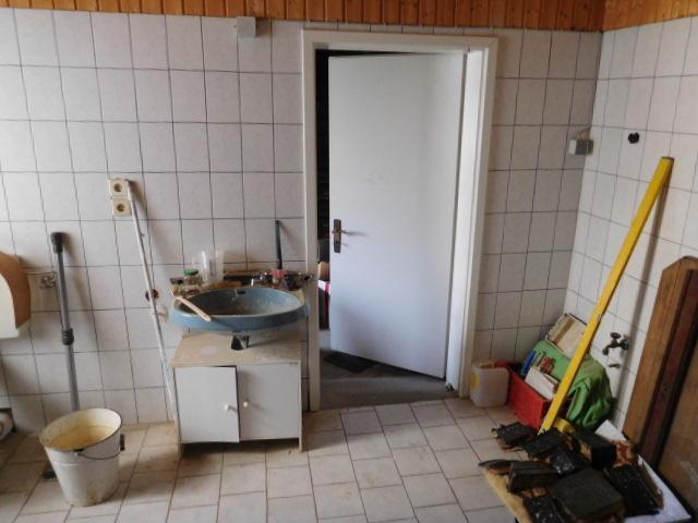 ...und ein Raum mit Sanitäranschlüssen...
