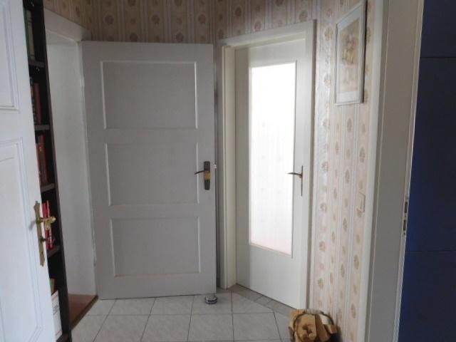 ...in den Vorraum für Zimmer, Bad und Küche...