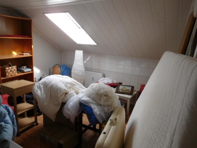 ...einem Raum mit Bad-und Küchenanschlüssen...