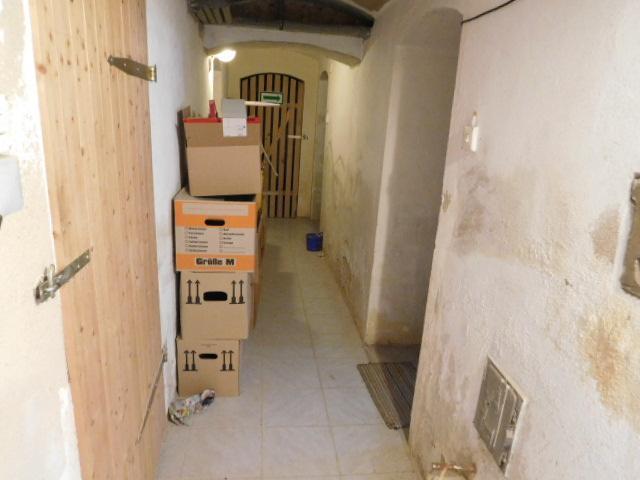 ...einen Keller ohne Bücken gibt es auch...