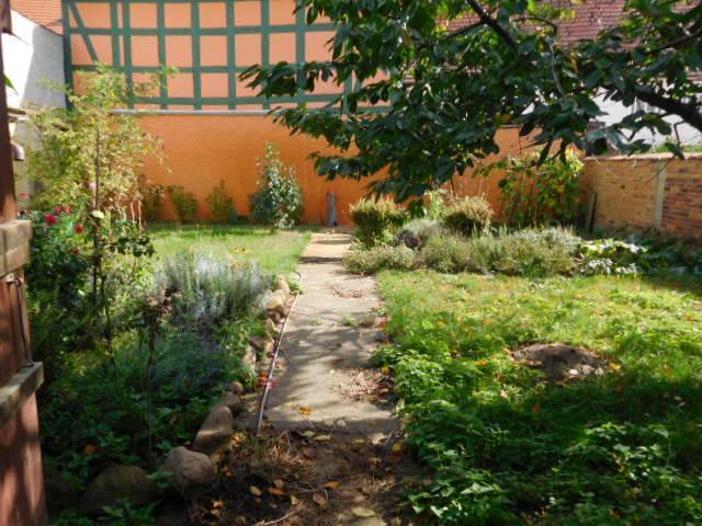 ...in den romantischen geschlossenen Garten...