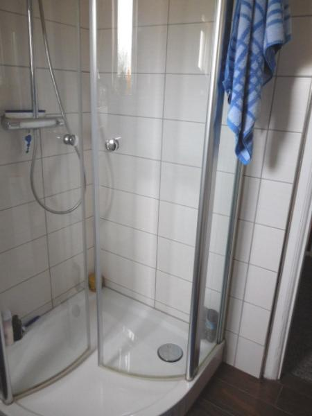 ...natürlich mit Dusche...