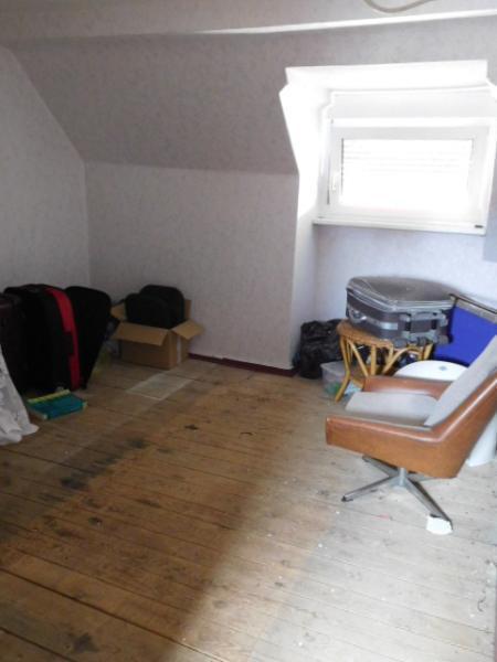 ...welches einen ersten abgeteilten Raum hat...