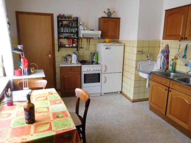 ...zweite Tür führt zur Küche...